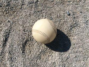 野球ボール砂