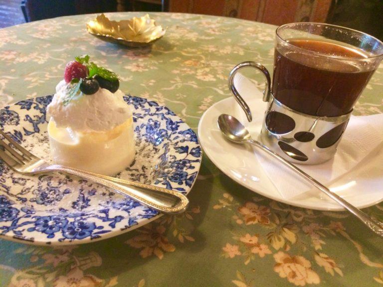 ロシアンティー とケーキ